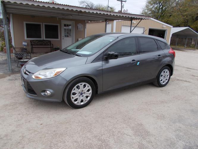 2012 GRAY FORD FOCUS SE (1FAHP3K26CL) with an 2.0L engine, Automatic transmission - Photo #0